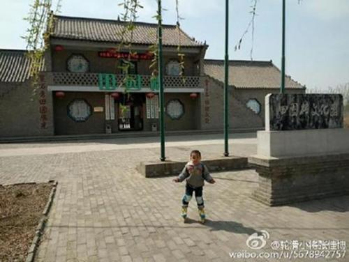 Câu chuyện trên đã gây nhiều ý kiến trái chiều khác nhau. Một số người cho rằng việc anh Zhang làm rất điên rồ vì trượt patin trên đường cao tốc là quá nguy hiểm, trong khi cũng không ít ít kiến ủng hộ rằng trải qua hành trình khó khăn sẽ giúp đứa trẻ sau này trở thành một người đàn ông bản lĩnh. Khi trở về, thay vì trượt patin, anh Zhang và con trai đã đi tàu hỏa. Anh đã chi hết 3.000 nhân dân tệ (hơn 10 triệu đồng) cho hành trình đặc biệt này.