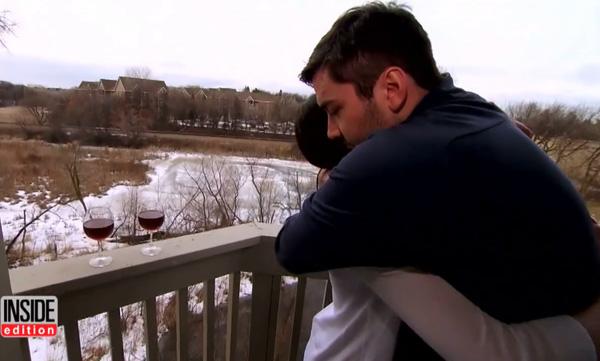 Rob quá yêu Meagan, anh chẳng hề bận tâm cô chân to kiểu lệch hay chân to đều nhau.