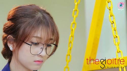 Mới đây, Kim Chi được nhiều bạn trẻ biết đến nhiều hơn với vai Bình - nữ chính trong phim ngắn 'Trong Mắt Anh, Em Là Gì?' thuộc series phim ngắn của Bồ Công Anh – một sản phẩm của công ty BIGCAT Entertainment.