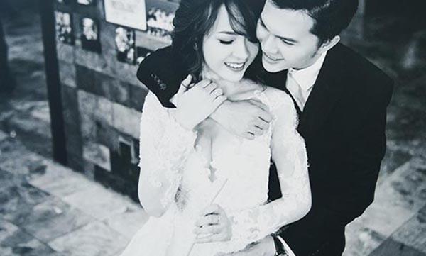 Trong lễ cưới mới được tổ chức, Phương Thảo khiến cho đồng nghiệp, họ hàng của ca sĩ Nam Cường trầm trồ vì nhan sắc xinh đẹp, nổi bật như hot girl.