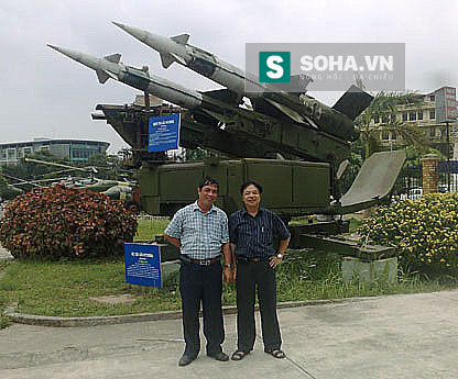 Tác giả bài viết - Đại tá Trần Danh Bảng (bên trái) cùng đồng đội, những người nguyên là học viên tên lửa Việt Nam tham gia chuyển loại tên lửa SAM-3 ở Liên Xô. Ảnh: Trần Danh Bảng.