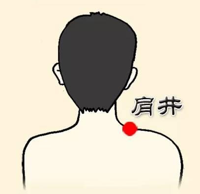 Ấn huyệt Kiên tỉnh thường xuyên giúp giảm thiểu chứng đau cổ.