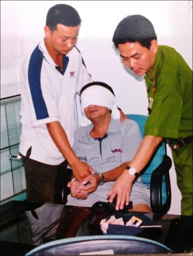 Ngày 12/12/2001 Năm Cam bị bắt trong một căn nhà trên đường Tôn Thất Tùng, TP HCM, ông trùm hoàn toàn bất ngờ