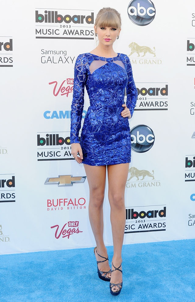 Tại các sự kiện, váy ngắn bó sát là trang phục yêu thích của nữ ca sĩ Blank Space.