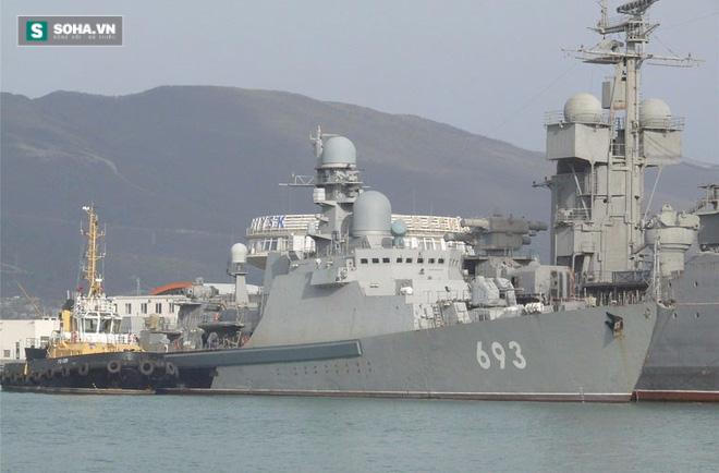 Khinh hạm Dagestan số hiệu 693 thuộc Hạm đội Caspian của Hải quân Nga