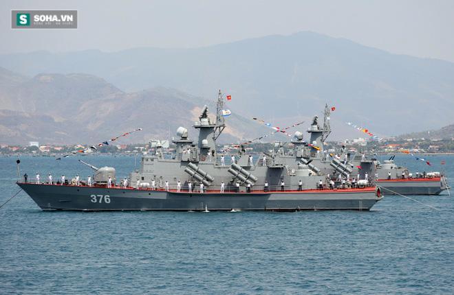 Tàu hộ vệ tên lửa Molniya 1241.8