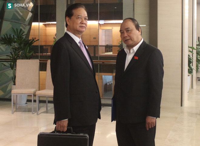 Thủ tướng Nguyễn Tấn Dũng (trái) và Phó Thủ tướng Nguyễn Xuân Phúc (phải).