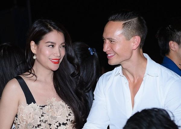 Trương Ngọc Ánh - Kim Lý trao cho nhau cái nhìn tình tứ trong một buổi tiệc gần đây.