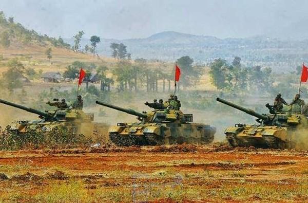 Myanmar còn có cả xe tăng Type 69 II trong biên chế, loại chiến xa này nguyên bản mang pháo nòng xoắn 100 mm nhưng sau đợt nâng cấp hàng loạt năm 2007 thì gần như Type 69 II với Type 59D đã trở thành một.