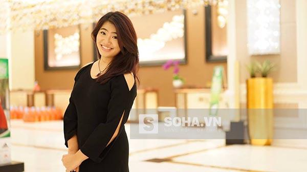 Trong cuộc trò chuyện ngắn, Vân Khánh cho biết bố mẹ cô đều là người rất kỹ càng trong cách sống và ăn nói.