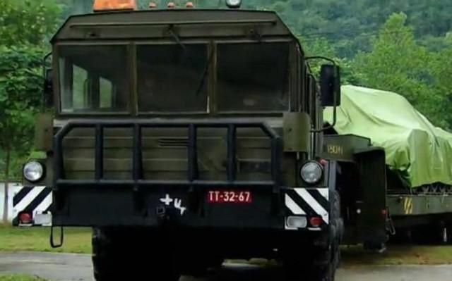 Bộ đội Việt Nam luôn nghiêm túc, kỷ luật trong thực hành huấn luyện chở tăng hành quân đường dài.
