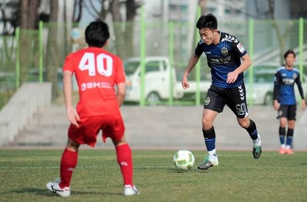 Xuân Trường ra sân tại R-League.