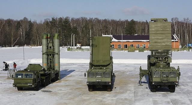 Hệ thống phòng không S-400.