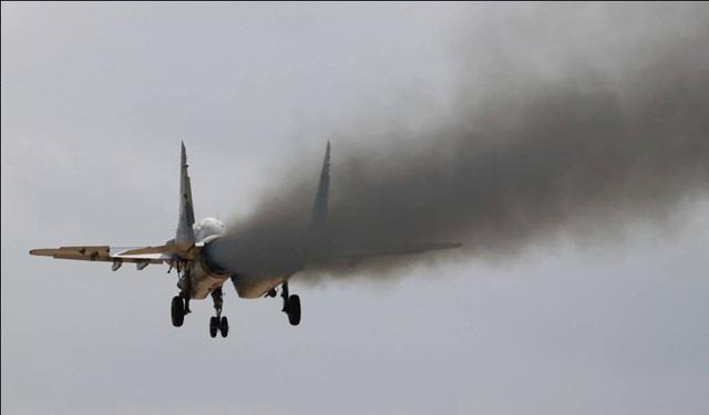 Cột khói đen mù mịt của động cơ RD-33 lắp trên MiG-29