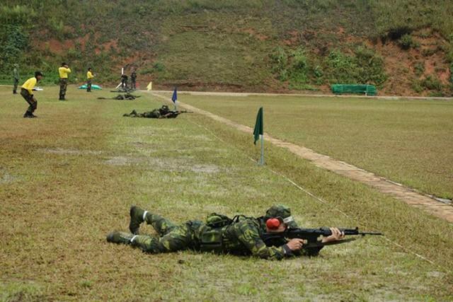 Phổ biến nhất là súng trường FN FNC, đây là mẫu