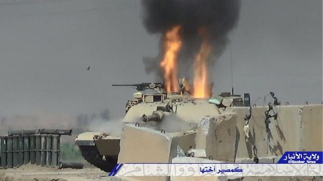 Hình ảnh chiếc xe tăng Abrams bùng cháy được đăng trên tài khoản Twitter
