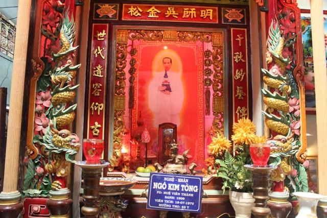 Khu thờ nghệ nhân Ngô Kim Tòng được đặt trang trọng trong chùa Đất Sét.