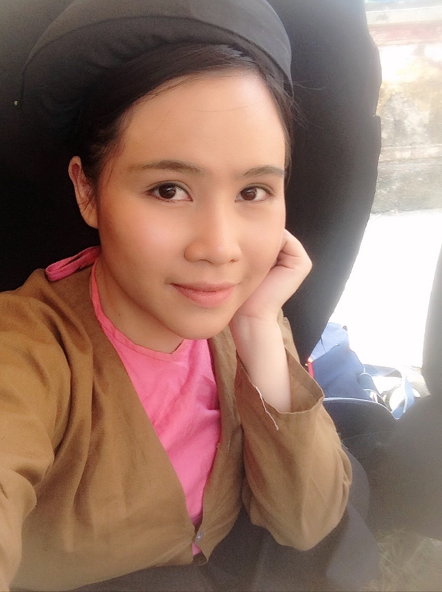 Đạo bản gốc từ hình ảnh tới cách phát ngôn, Trương Phương thể hiện được sự châm biếm sâu cay. Cũng từ đây, khán giả gọi cô là Bà Tưng phiên bản truyền hình.