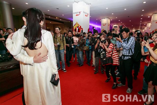 Cặp đôi triệu đô mới của làng điện ảnh cũng được báo chí chăm sóc rất cẩn thận.