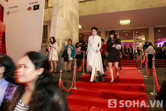 Rời thảm đỏ, Trương Ngọc Ánh quay trở lại khách sạn để tham dự một bữa tiệc dành riêng cho các đoàn làm phim.