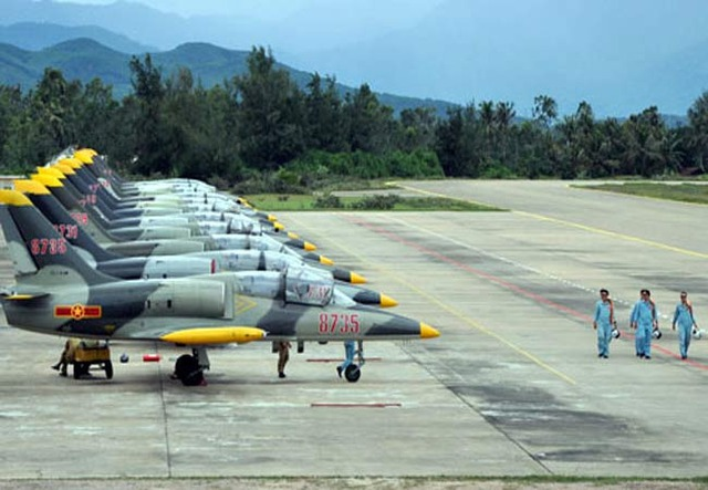 Máy bay huấn luyện L-39