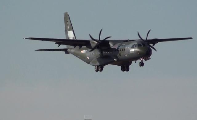 Các trang ảnh máy bay nổi tiếng như airliners.net và jetphotos.net vừa đăng tải những hình ảnh đầu tiên về chiếc vận tải cơ quân sự C-295M thứ hai do công ty Airbus DS chế tạo cho Không quân Việt Nam đã bắt đầu bay thử nghiệm.