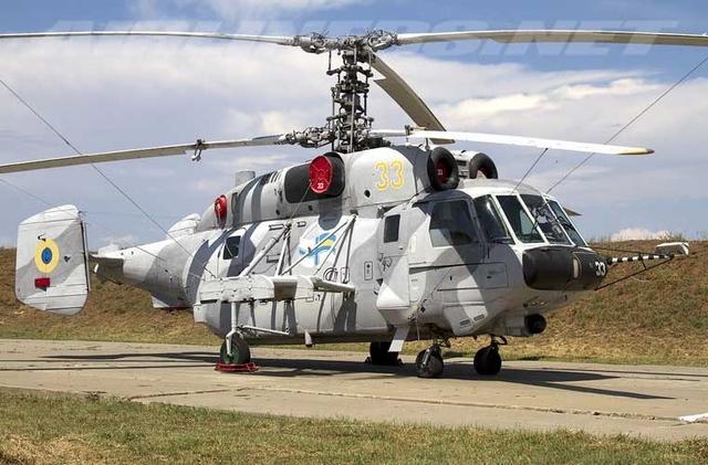 Hiện nay, Không quân Hải quân Ukraine được ghi nhận là có trong biên chế 16 chiếc trực thăng tấn công Kamov Ka-29 do Cục thiết kế Kamov phát triển dựa trên dòng trực thăng săn ngầm huyền thoại Ka-27. Trong ảnh là một trong 16 trực thăng Ka-29 của Không quân Hải quân Ukraine tại một căn cứ.