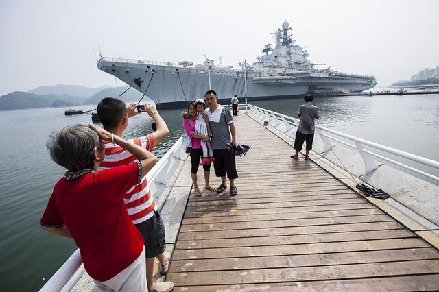 Tàu sân bay Minsk cũng được Trung Quốc chuyển đổi thành công viên giải trí