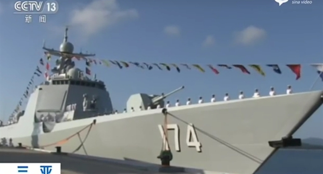 Tàu được trang bị nhiều vũ khí hiện đại như pháo đa năng 130 mm H/PJ-38, tên lửa chống hạm YJ-62 và Y-18, tên lửa HHQ-9, pháo phòng thủ và có trực thăng đi theo.  Tàu có khả năng tác chiến đối hải và phòng không khá mạnh, có thể độc lập chiến đấu hoặc hiệp đồng tác chiến với tàu ngầm, tàu hộ vệ khác.