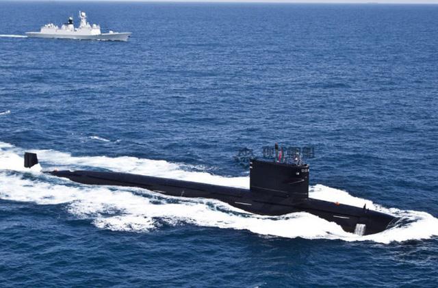 """Tạp chí """"Tàu chiến Hiện đại"""" của Trung Quốc đăng ảnh tàu ngầm hạt nhân Type 093 hoạt động trên biển."""