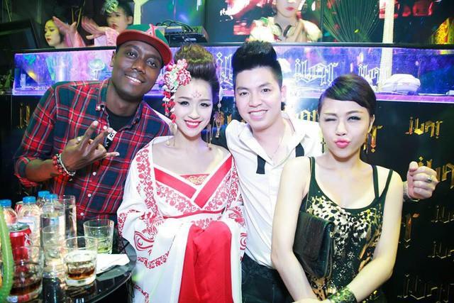 DJ Ngọc Ngà - một người chị rất thân của DJ Tít cũng có mặt tại sự kiện.