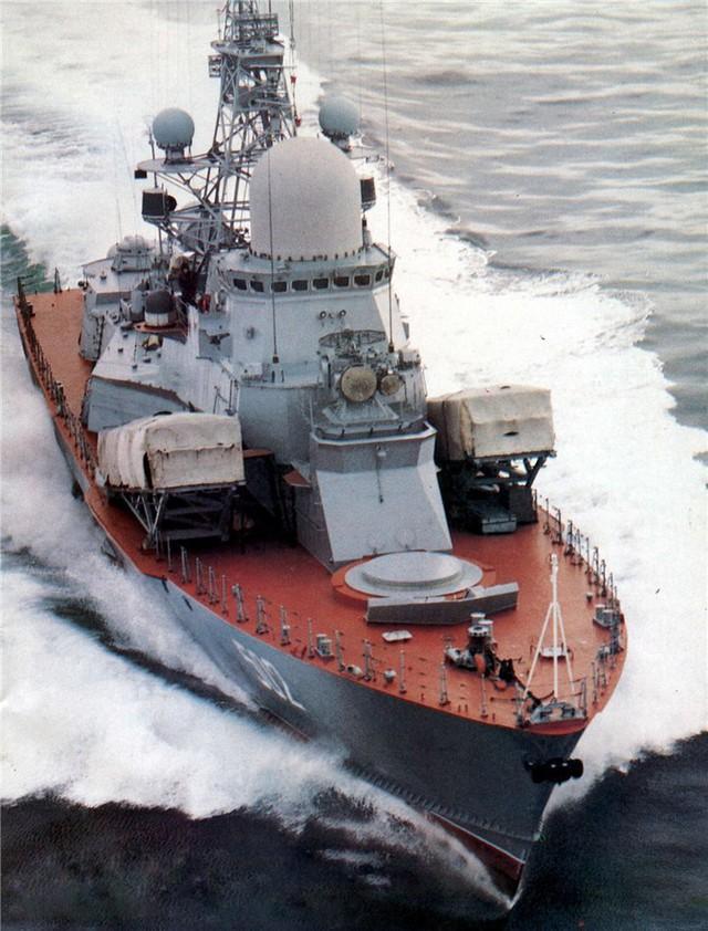 Tàu tên lửa thuộc Đề án 1234.7 lớp Nanuchka trang bị 2 bệ phóng CM-403 với tổng cộng 12 tên lửa chống hạm Oniks