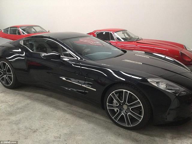Bộ sưu tập này gồm 4 chiếc Aston Martin, 11 Ferrari, 4 Lamborghini, 5 Mercedes-Benz và 2 Porsche.
