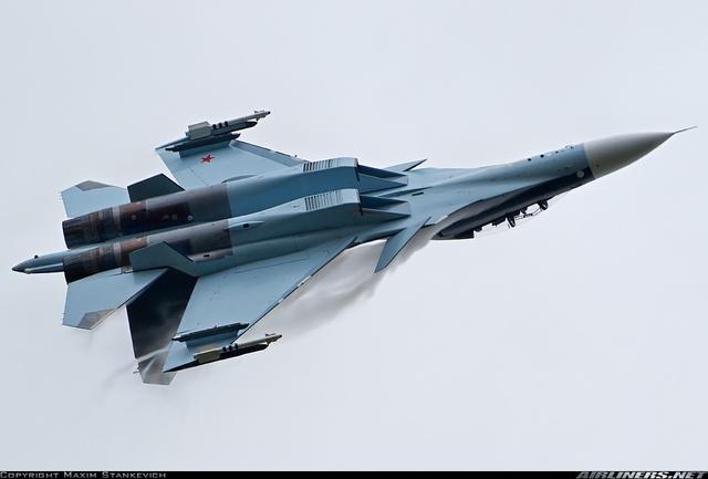 thiết kế khí động học nguyên khối, động cơ điều khiển vector lực đẩy 2 chiều AL-31FP và radar BARS N011M của Su-30MKI vẫn được giữ nguyên.