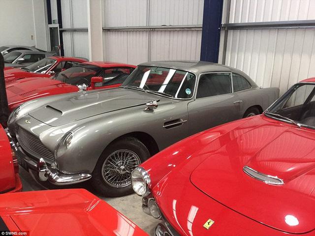 Trong đó, phần lớn là xe cổ với những mẫu xe cực hiếm như Aston Martin DB4 Zagato Sanction II, Ferrari 512 BBi hay Lamborghini Miura.