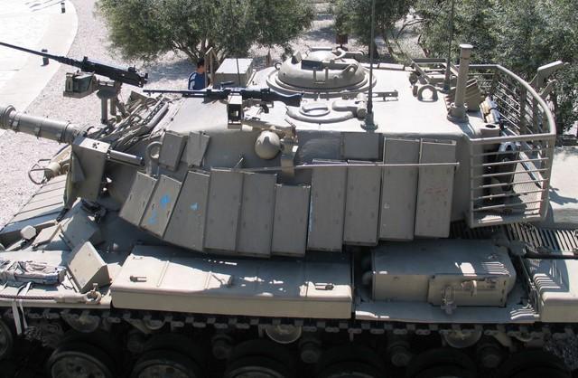 Giáp phản ứng nổ Blazer trên xe tăng Magach 6B