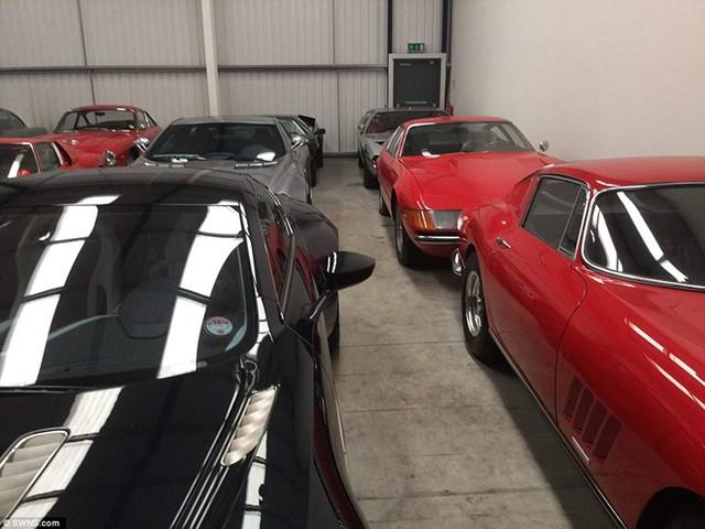 Tuy nhiên, bộ sưu tập cũng có cả xe đời mới như Aston Martin One-77.