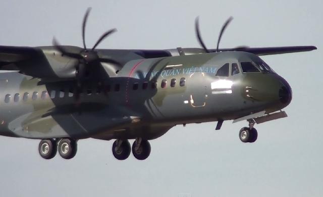Đây là chiếc C-295M thứ hai trong hợp đồng cung cấp 3 máy bay loại này được công ty Airbus DS của châu Âu ký kết với Không quân Việt Nam hồi năm 2013.