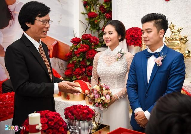 Lễ ăn hỏi của nữ diễn viên Vân Trang và bạn trai Việt kiều Hữu Quân được tổ chức vào ngày 22/11. Cặp đôi yêu nhau được hơn 1 năm. Ảnh: Bá Ngọc