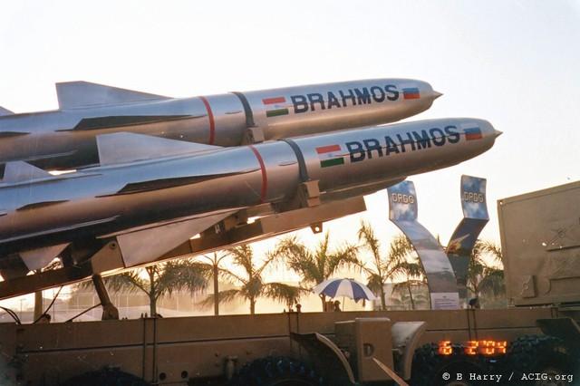 Tên lửa BrahMos có tầm bắn chỉ là 290 km để phù hợp với hạn chế về xuất khẩu vũ khí