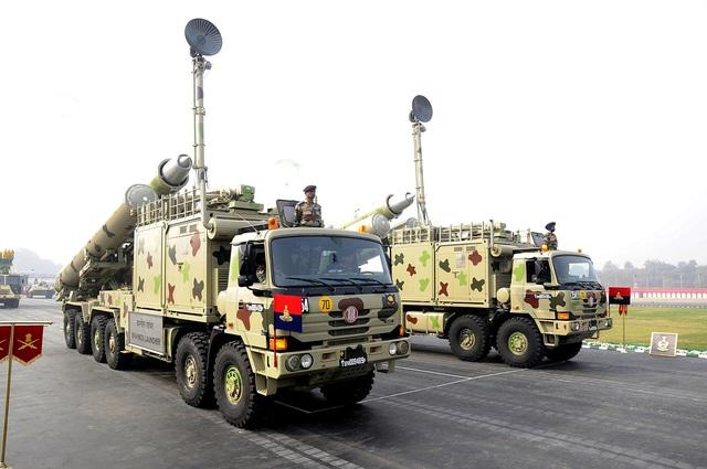 Phiên bản tên lửa bờ của Brahmos đặt trên xe bệ phóng cơ động