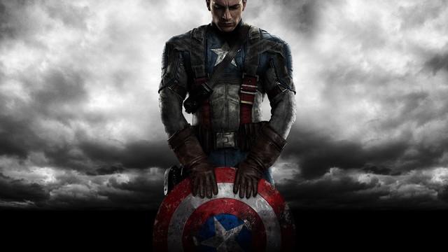 Vũ khí của Captain America là một chiếc khiên có dạng một đĩa lõm với đường  kính 0,762 m (2.5 feet) và nặng 12 pound. Nó được chế tạo từ một loại ...