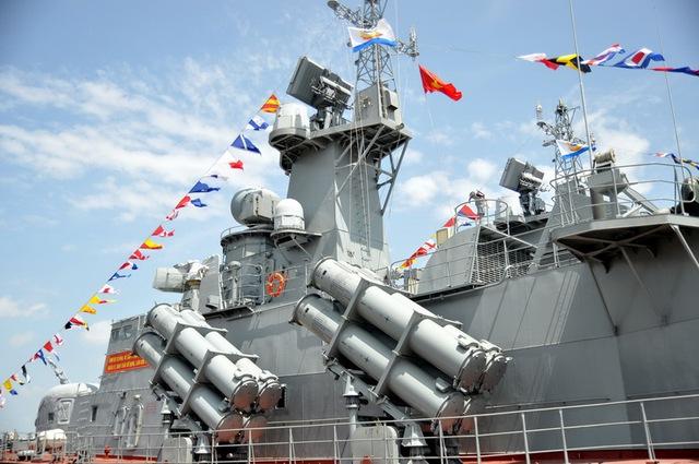 Molniya Đề án 1241.8 mang 16 tên lửa chống hạm Uran-E do Việt Nam chế tạo theo giấy phép của Nga. Ảnh: Tuổi trẻ