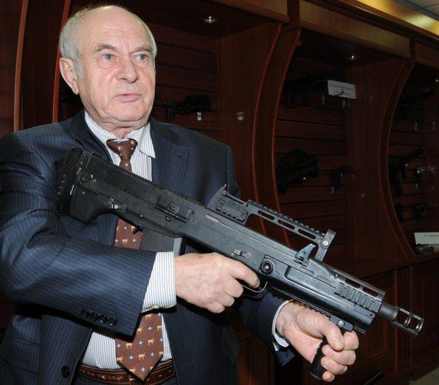 ASh-12.7 đang được giới thiệu bởi nhà thiết kế vũ khí V.Zelenko
