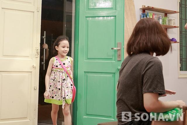 Justatee tranh thủ đi đón em gái của Trâm Anh ở một bữa tiệc kết thúc năm học. Hạnh Nguyên vừa học xong lớp một. Cô bé sở hữu làn da trắng giống chị nhưng tích cách có phần mạnh mẽ hơn.