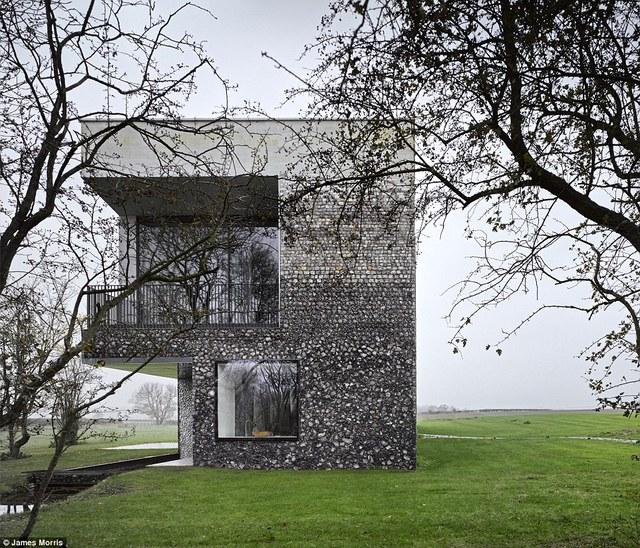 Không gian thoáng mát là điểm cộng cho ngôi nhà.