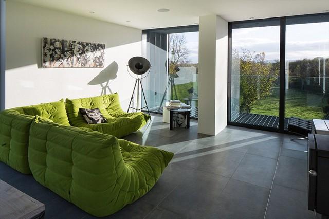 Phòng khách của căn nhà tuy nhỏ, nhưng được thiết kế ấm cúng