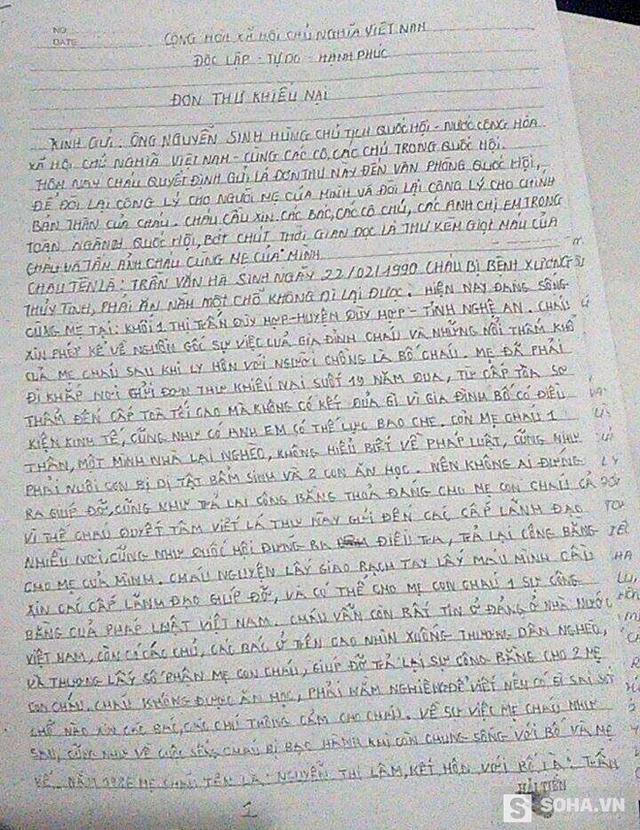 Những đơn thư do tự tay Hà viết trong 2 tháng liên tục trong tư thế nằm nghiêng.