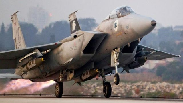 F-15C Baz sau khi nâng cấp, trang bị với 3 quả bom JDAM.