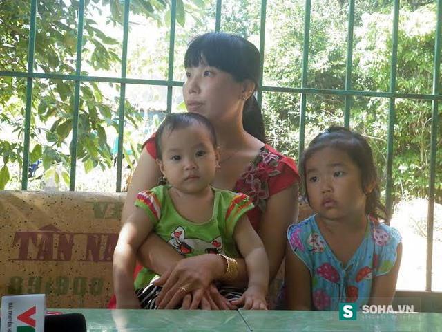 Chị Lưu Kim Hạnh và hai con nhỏ vừa từ bệnh viện trở về do ngộ độc khí